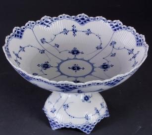 3f25e4fc30f5 Da det langt om længe lykkedes at producere porcelæn heroppe højt mod nord  og vi etablerede Den Kongelige Porcelænsfabrik